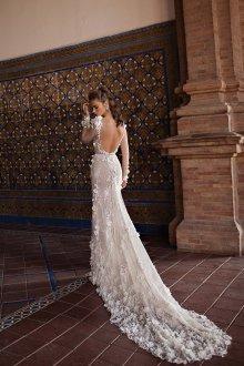Свадебное платье со шлейфом цветочное