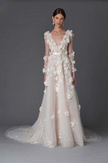 Свадебное платье со шлейфом с цветами