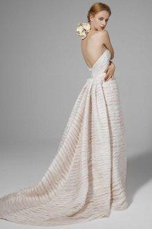 Свадебное платье со фактурным шлейфом