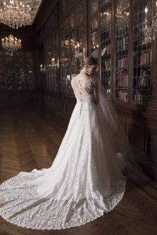 Свадебное платье со шлейфом гипюровым