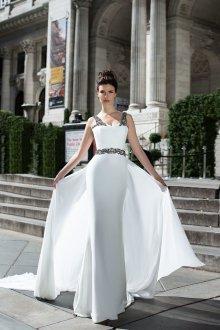 Свадебное платье со шлейфом в греческом стиле