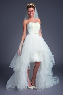 Свадебное платье со шлейфом короткое