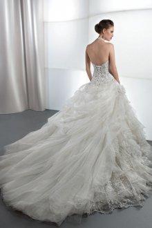 Свадебное платье со шлейфом и корсетом