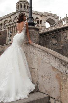 Свадебное платье со шлейфом красивое