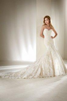 Свадебное платье со шлейфом кружевным