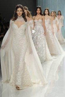 Свадебное платье со шлейфом и накидкой