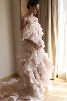 Свадебное платье со шлейфом и оборками