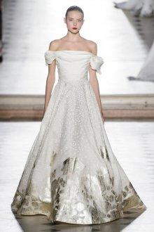Свадебное платье со шлейфом и принтом