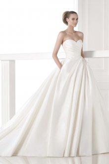 Свадебное платье со шлейфом простое