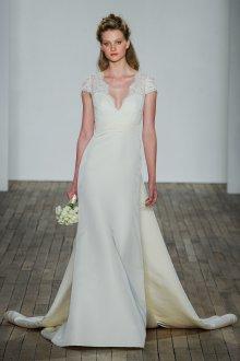 Свадебное платье со шлейфом прямое