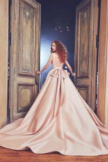 Свадебное платье со шлейфом пудровое