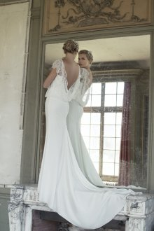 Свадебное платье со шлейфом в стиле ретро