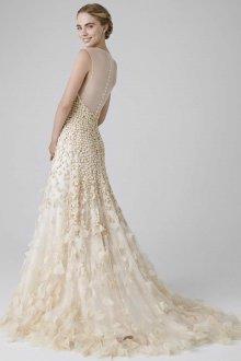 Свадебное платье со шлейфом цвета слоновой кости
