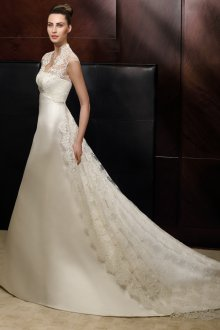 Свадебное платье со шлейфом сзади