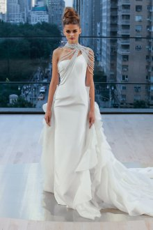 Свадебное платье узкое со шлейфом