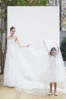Свадебное платье со шлейфом весна лето 2020