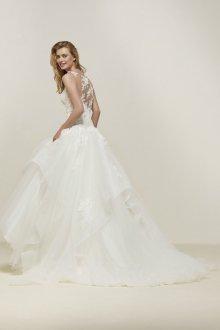 Свадебное платье со шлейфом и воланами
