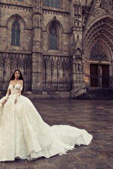 Свадебное платье принцесса со шлейфом и вышивкой