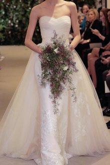 Свадебное платье со шлейфом и вышивкой