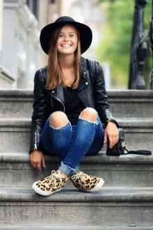 Кожаные кеды с джинсами