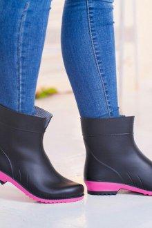 Резиновые ботинки черно-розовые