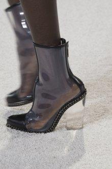 Резиновые ботинки с декоративной цепочкой