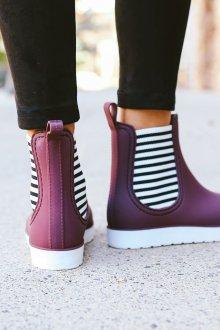 Резиновые ботинки фиолетовые