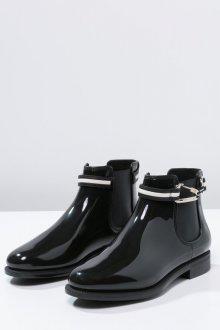 Резиновые ботинки с пряжкой