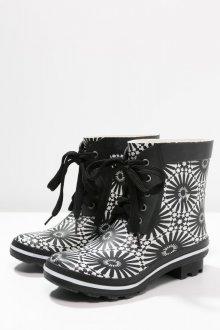 Резиновые ботинки с узором