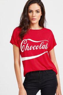 Красная футболка с белой надписью