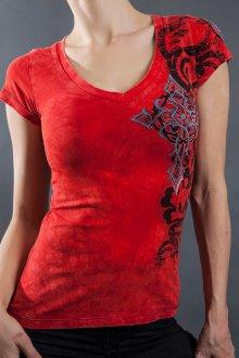Красная футболка с кружевным принтом