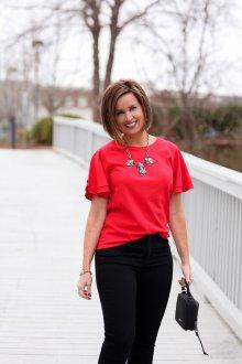 Красная футболка однотонная