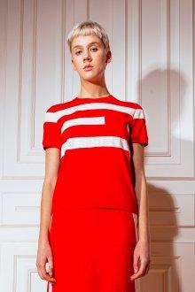 Красная футболка модная в полоску