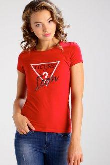 Красная футболка со стразами