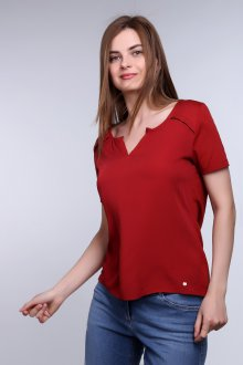 Красная футболка свободная