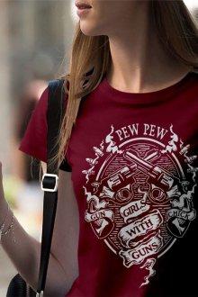 Красная футболка темная