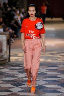 Красная футболка женская