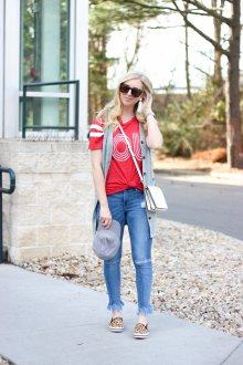 Красная футболка с жилетом