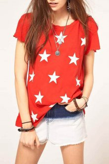 Красная футболка со звездами