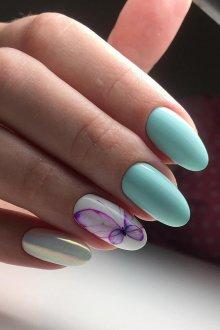 Голубой маникюр с бабочкой