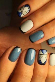 Голубой маникюр цветной френч