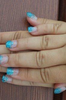 Голубой маникюр на нарощенные ногти