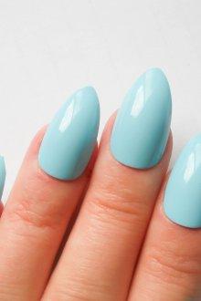 Голубой маникюр на острые ногти