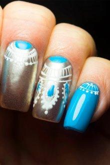 Голубой маникюр с серебряной втиркой