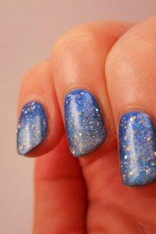 Голубой маникюр серебряный