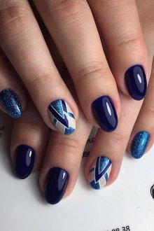 Голубой маникюр с синим