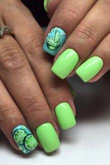 Голубой маникюр с зеленым