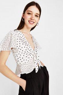 Блузка в горошек короткая