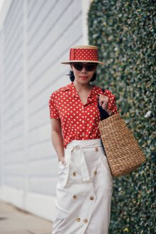Блузка в горошек красная