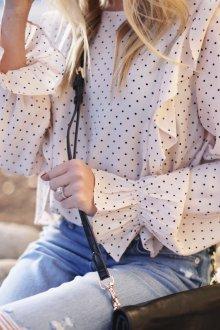 Блузка в горошек мелкий